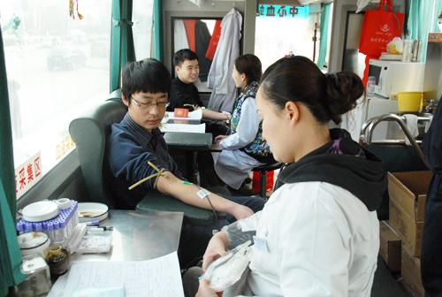 公司团委开展学雷锋活动---义务献血